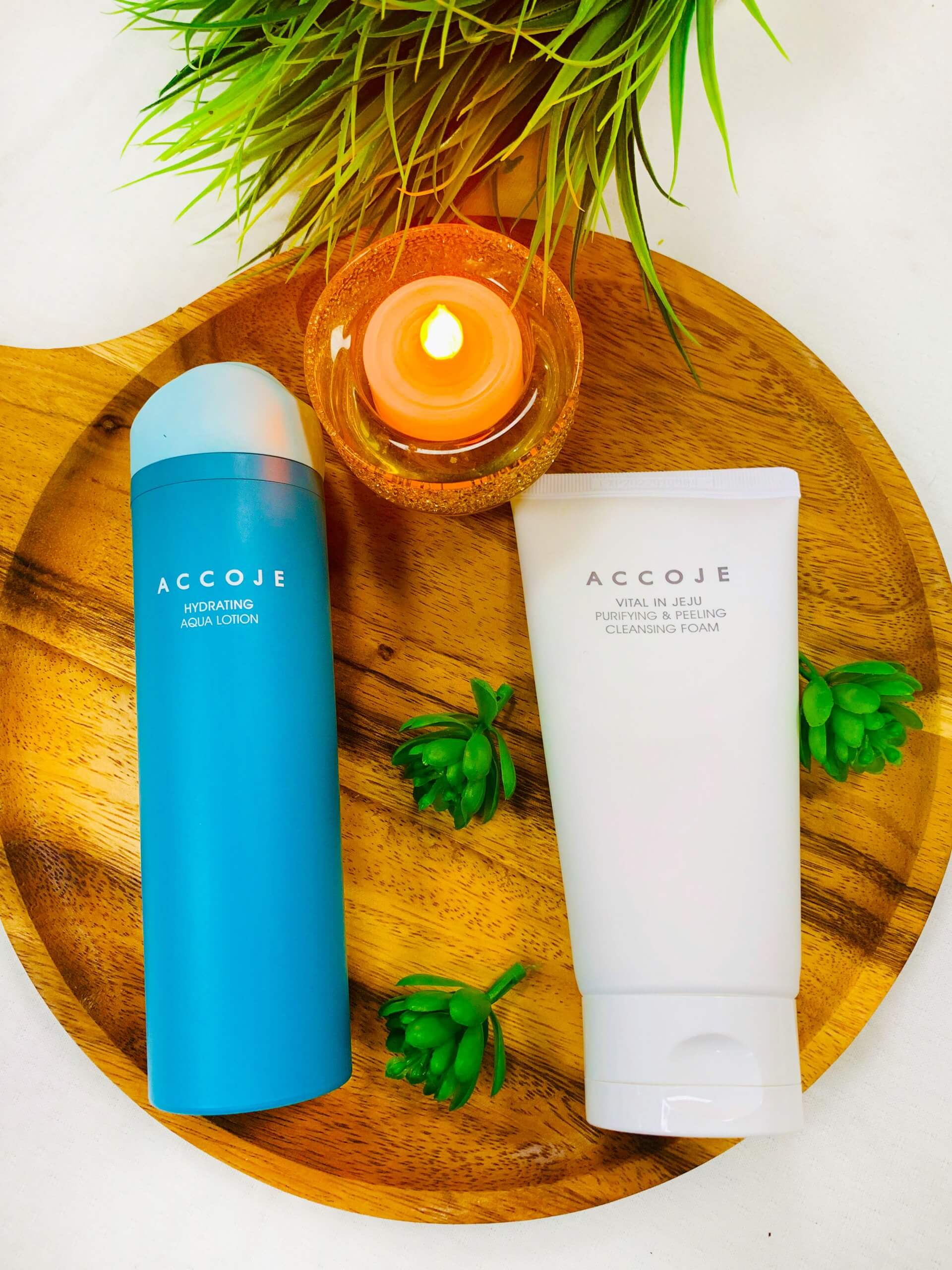 Hydrating Aqua Lotion (130 ml) + Vital in Jeju Purifying & Peeling Cleansing Foam (150 ml) Gift Box