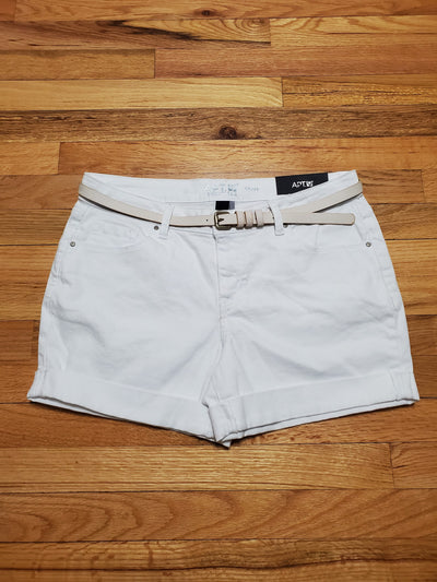 Apt. 9 White Denim Shorts Mid Rise with Cuffs at thighs and pockets in front and back, comes with white belt