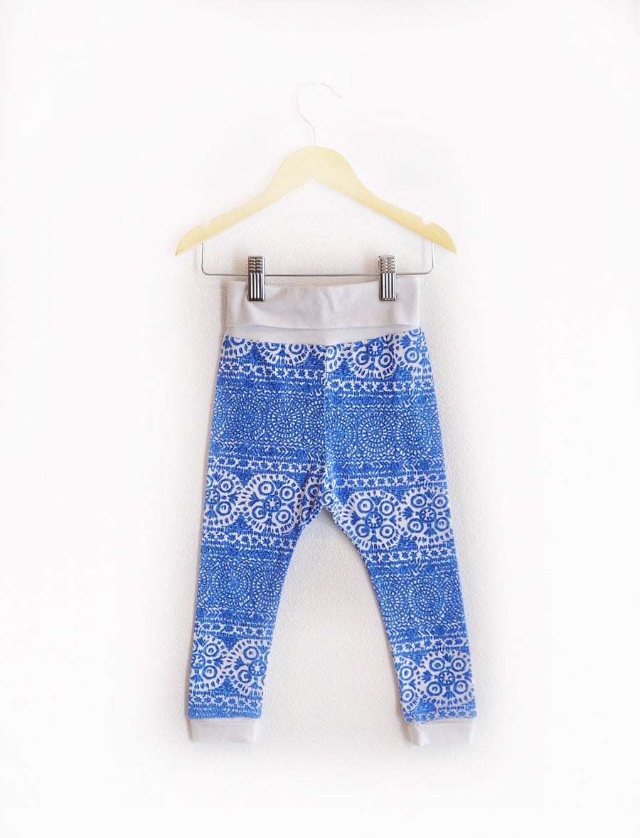 """Grow With Me Leggings"" Blue and White Size 2/3"