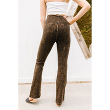 Load image into Gallery viewer, Mountain Pose Mineral Wash Yoga Pants In Brown