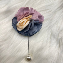 Load image into Gallery viewer, Floral Brooch with Pearl