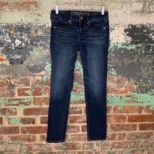 Load image into Gallery viewer, American Eagle Jeans Size 4