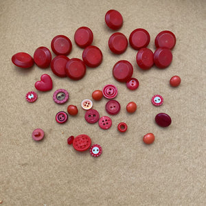 Red /Pink Button Lot #525