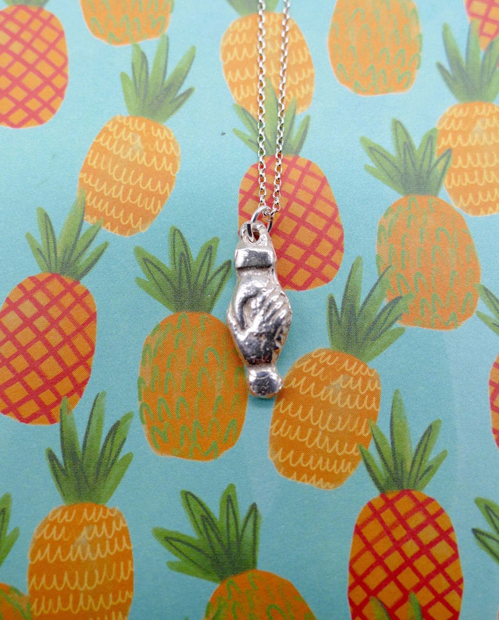 Hands milagro necklace