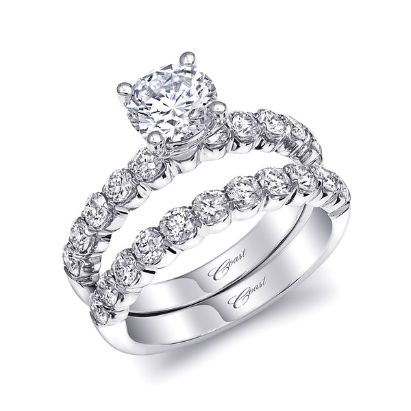 Timeless Wedding Set With Fishtail Set Diamonds