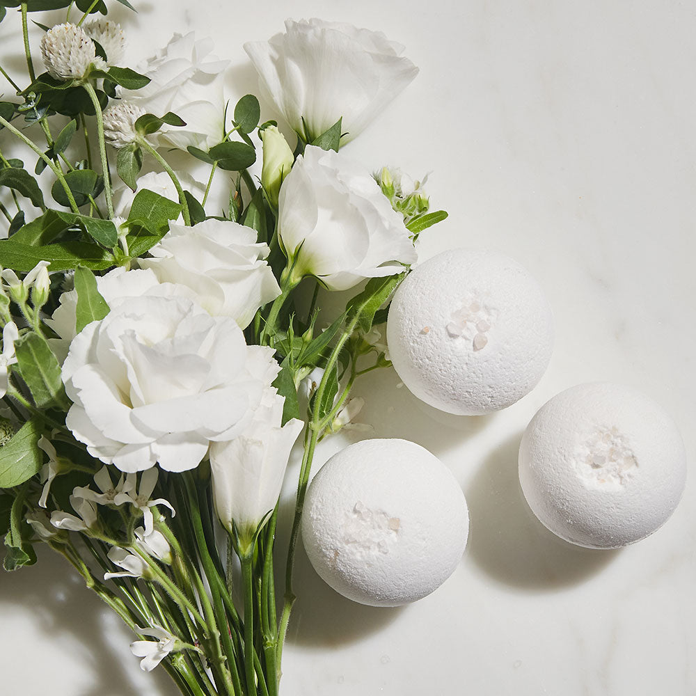 Bubble bath bomb snowbutter
