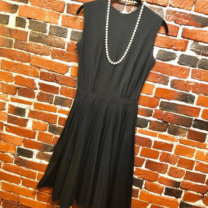 1960s Vintage Sleeveless Dress with Pleated Circle Skirt