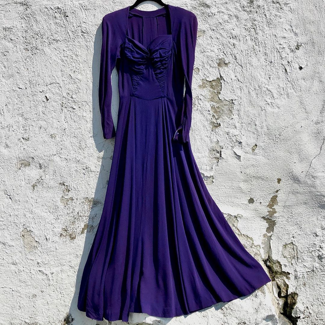 1940s Vintage Purple Rayon Gown/Dress with Sweetheart Neckline