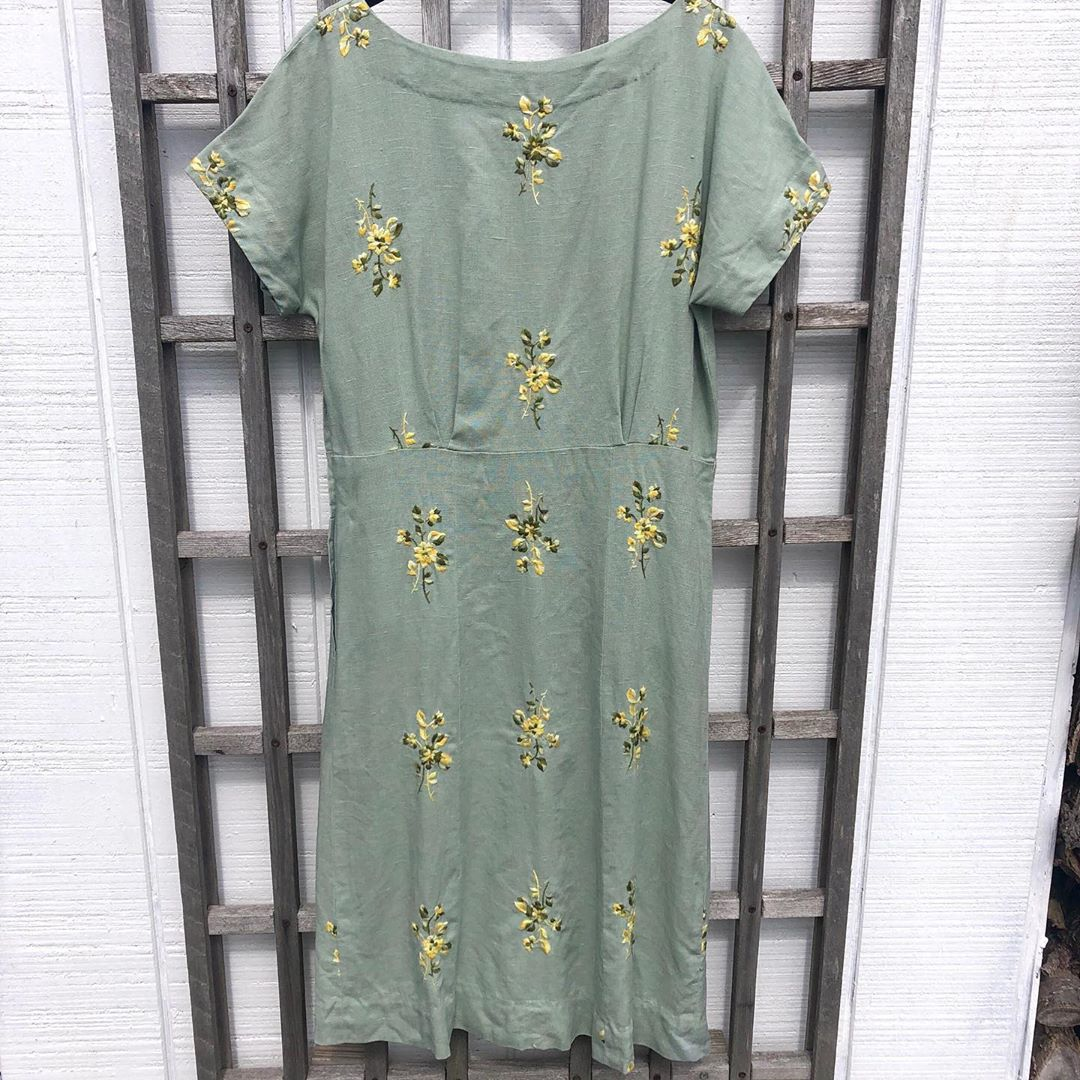 1940s Vintage Linen Embroidered Sage Green Midi Dress