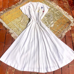 Load image into Gallery viewer, 1940s Vintage White Linen Dress with Floral Appliqué
