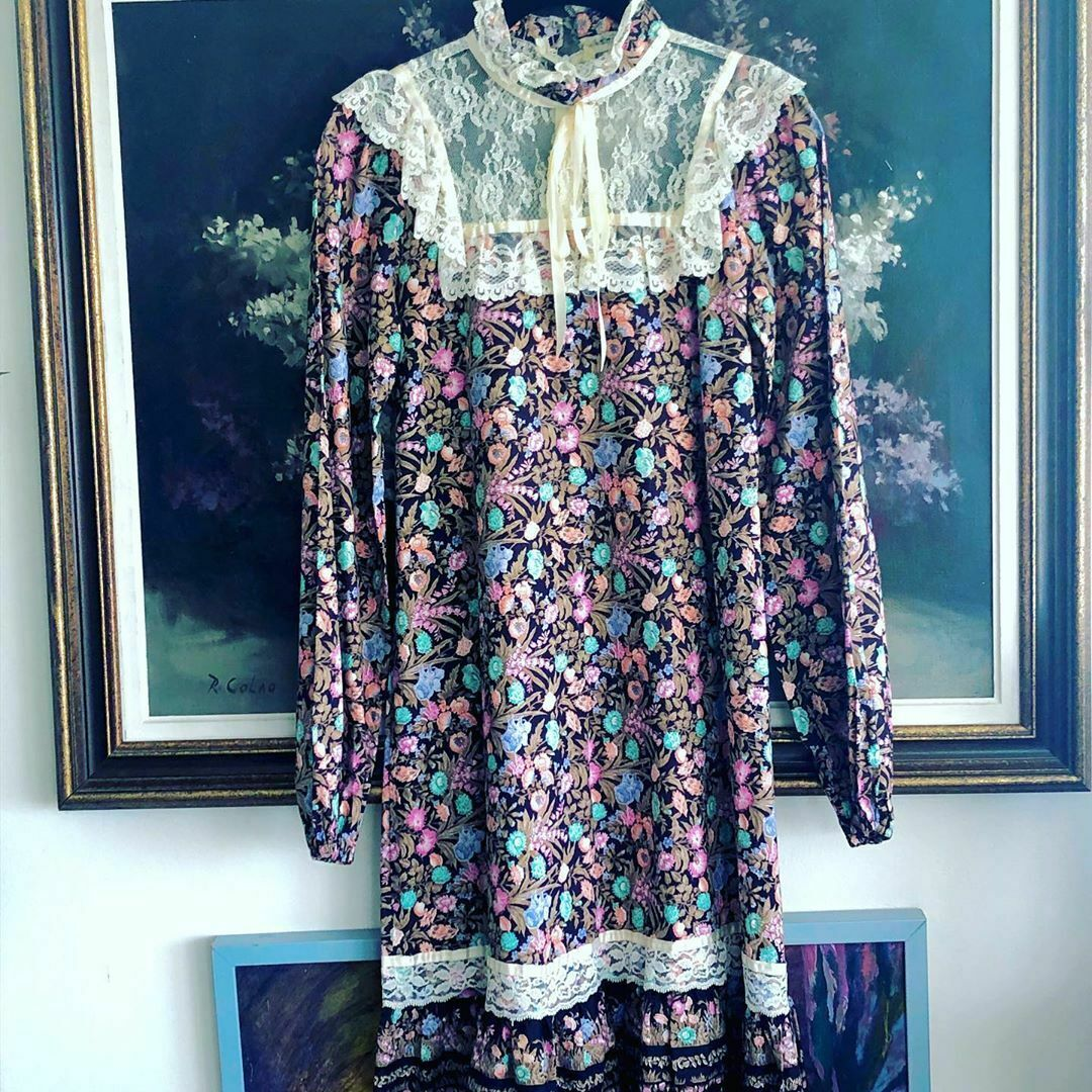 1970s Vintage Prairie Peasant Floral Dress with a Pussy Bow Neck Tie