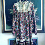 Load image into Gallery viewer, 1970s Vintage Prairie Peasant Floral Dress with a Pussy Bow Neck Tie