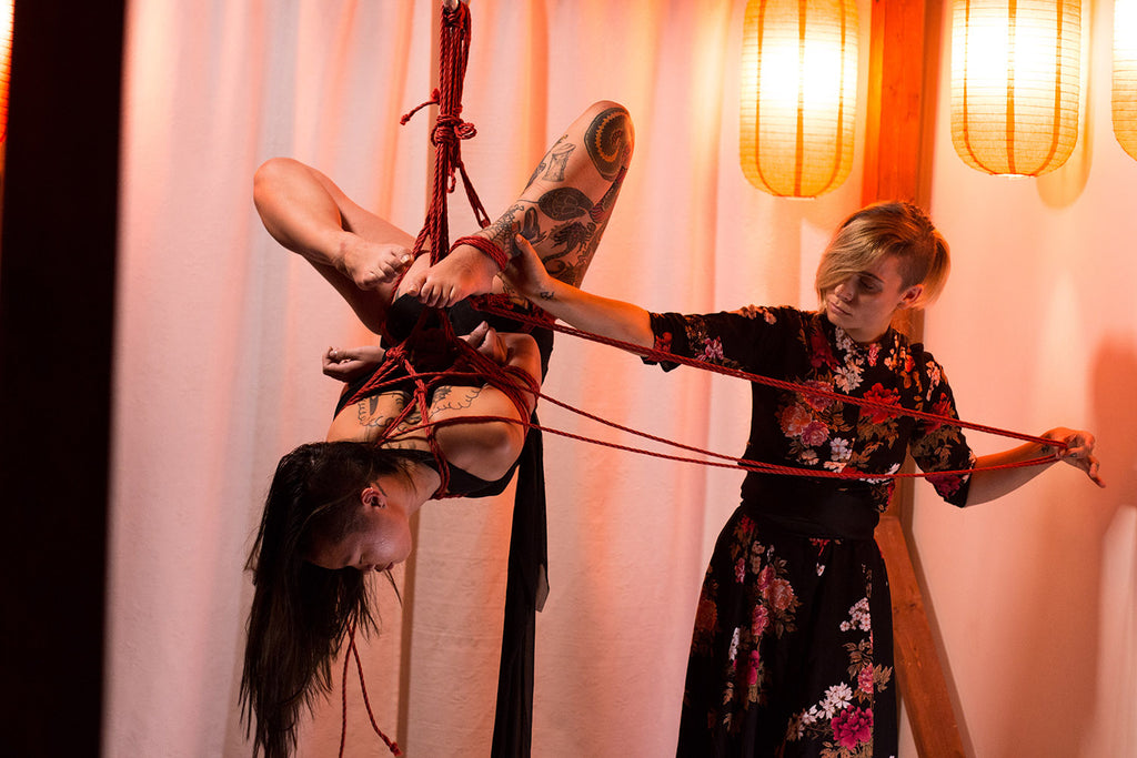 Gorgone performing with JeweleryAndFire during Soirée Shibari, Photo by Noore
