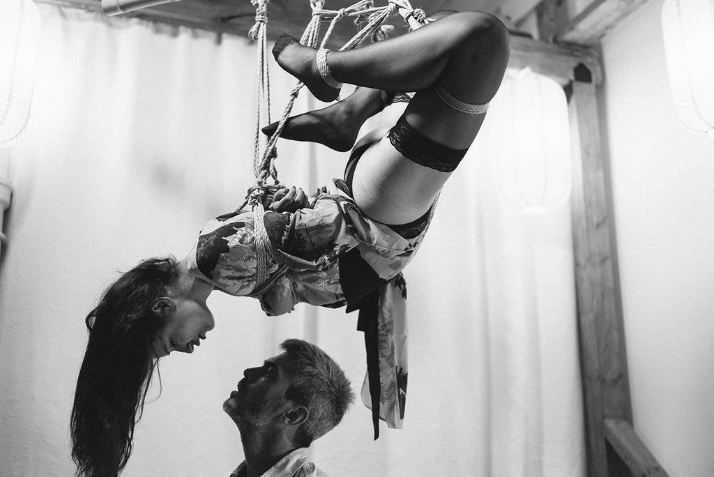 Docvale and Jaz performing during Soirée Shibari, Photo by Caroline Moiny