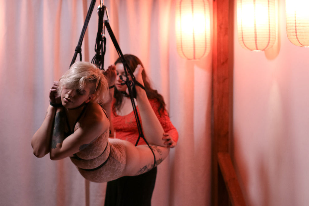 Masha and Fox performing during Soirée Shibari, Photo by Noore