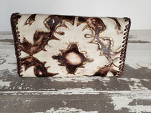 Load image into Gallery viewer, Brown & White Design Leather Wallet