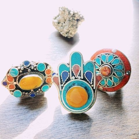 4 rings with intricate patterns