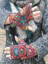 Load image into Gallery viewer, Women's Woolen Gloves