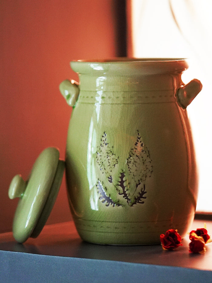 Jar with lid vase