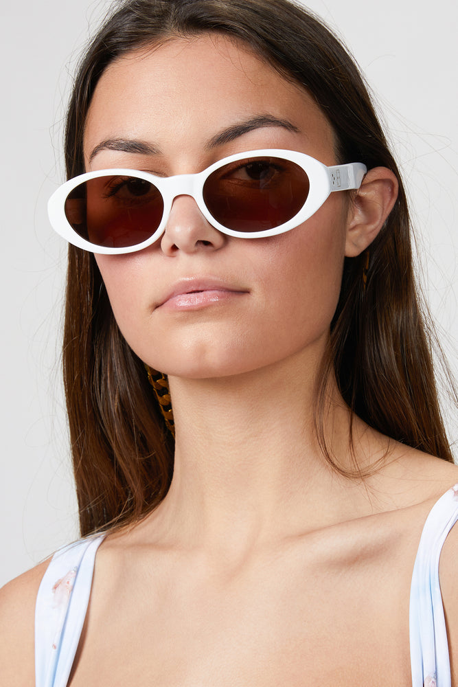 Load image into Gallery viewer, CAROLINE BK SUNGLASSES WITH CHAIN
