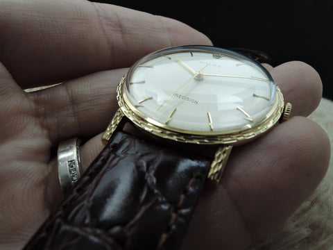 1972 Rolex 3202 9K Yellow Gold with Textured Bezel Box and Paper