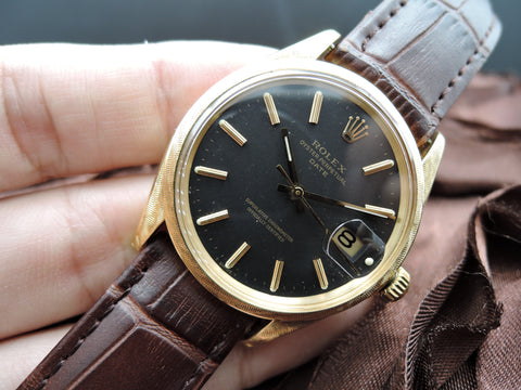 1969 Rolex OYSTER DATE 1502 18K Original Matt Black Dial with Moire Finish. RARE