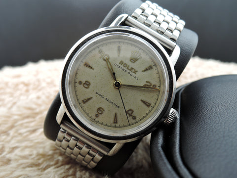 "1941 Rolex ""ROUND"" BUBBLEBACK 4127 Oyster Royal with Raised Arabic Numeral"