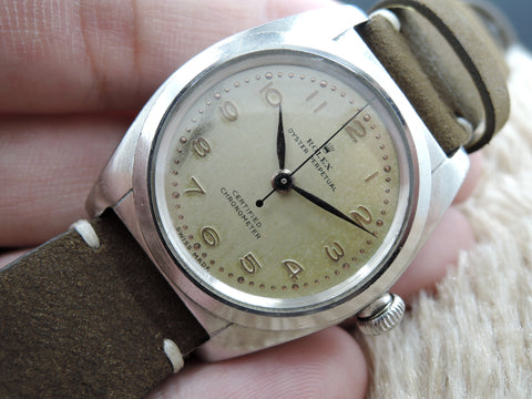 1945 Rolex BUBBLEBACK 2940 with Original Creamy Dial with Raised Arabic Dial