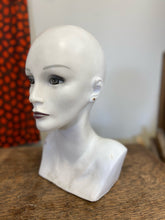 Load image into Gallery viewer, Mannequin Head B