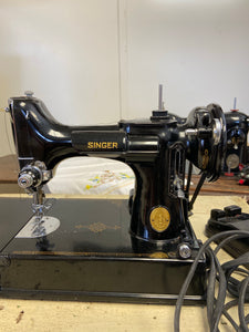 Portable Singer Sewing Machine with Case