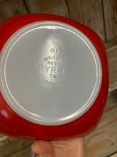 Load image into Gallery viewer, Pyrex 1.5 Quart Casserole with Lid 015