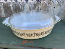 Load image into Gallery viewer, Pyrex 2.5 Quart Gold Medallion Casserole with Lid