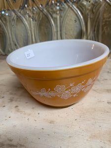 Pyrex Butterfly Gold 2 Bowl 401