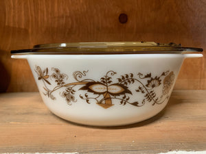 Pyrex Brown Vine Casserole with Lid