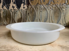 Load image into Gallery viewer, Pyrex Cake Dish 221
