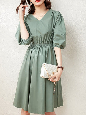 Elegant lantern sleeve dress