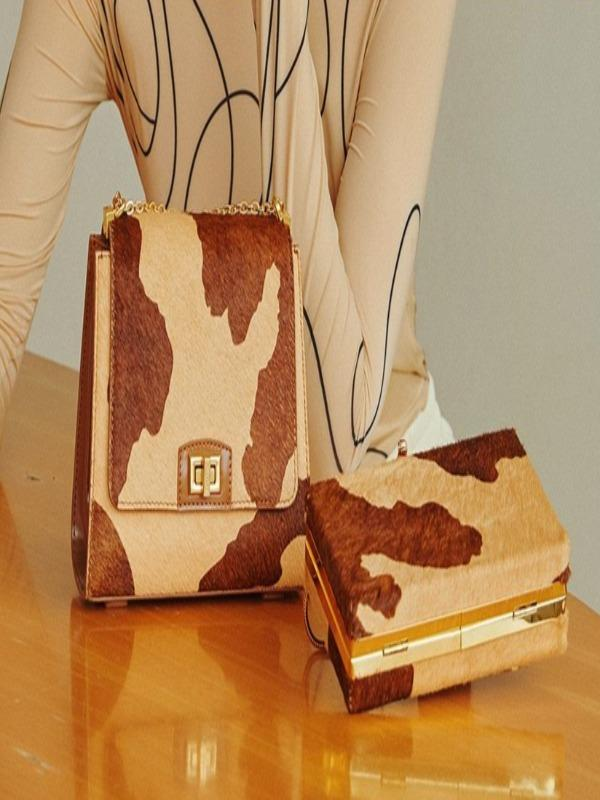 Rosaline A shoulder bag with a cowhide design
