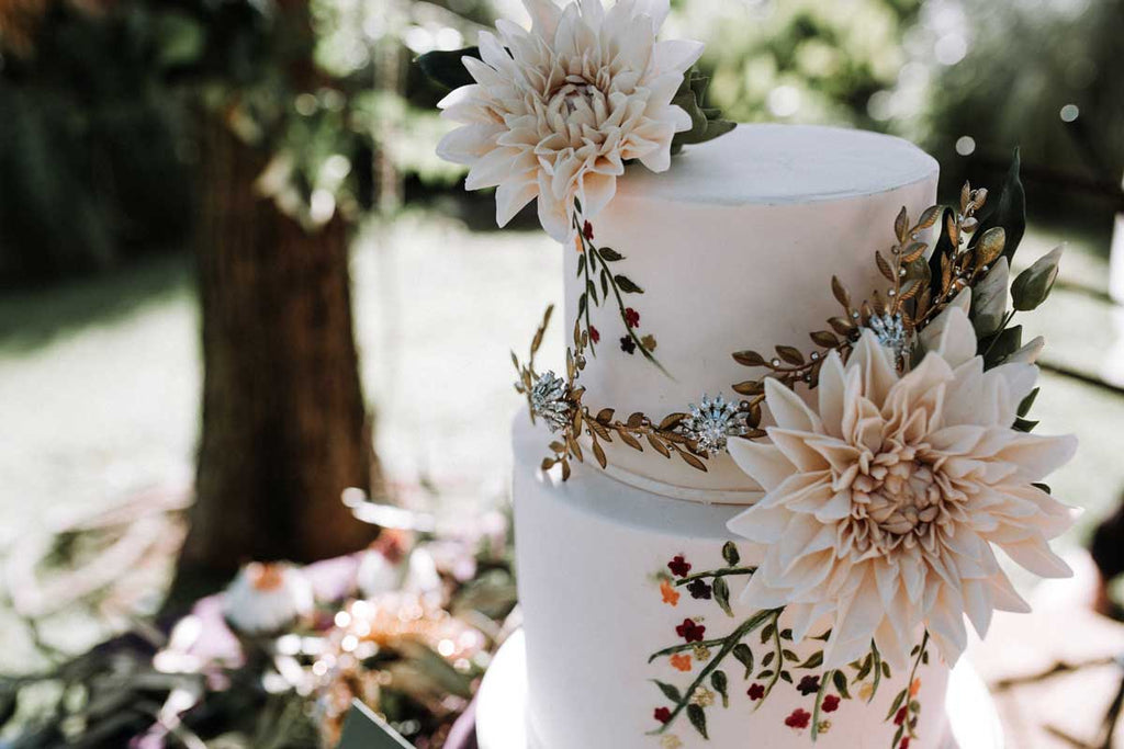 Perth wedding cakes - featuring Stephanie Browne headpiece