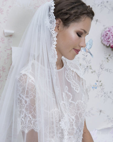 wedding-veil-one-tier-fingertip-lace-edge-mayflower-by-rainbow-at-kezani-jewellery 1