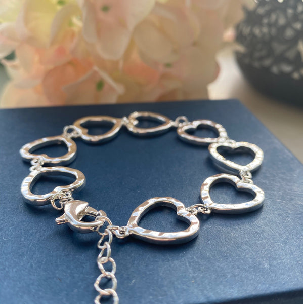 ADJUSTABLE SILVER PLATED LINK HEART BRACELET