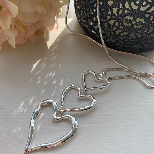 TRIPLE SILVER HEART PENDANT NECKLACE