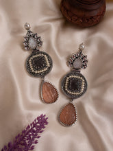 Load image into Gallery viewer, Oxidized Classic Earrings - Peach