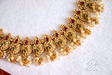 Load image into Gallery viewer, Traditional Maanga Neckpiece Set With Clustered Pearls