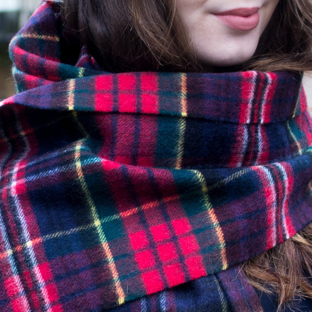 SCOTTISH CASHMERE SCARF - RED & NAVY TARTAN PIC WOMEN