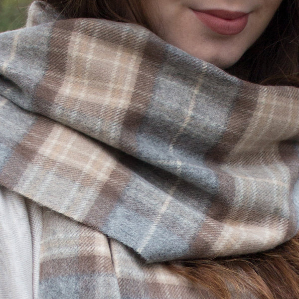 SCOTTISH CASHMERE SCARF - PALE CREAM TARTAN PIC WOMEN