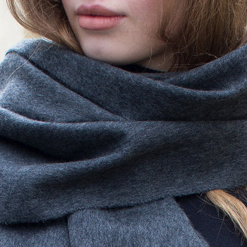 charcoal grey cashmere scarf - PIC WOMEN