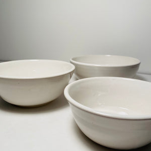 Small Serving / Mixing Bowls (stack of 3)