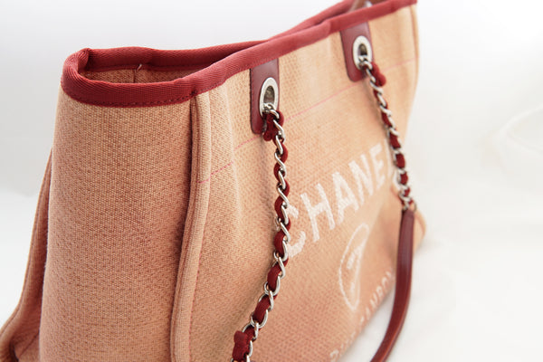 45415702b61412 CHANEL DEAUVILLE CANVAS TOTE BAG - Red - Vintage District