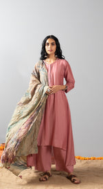 Flared solid colour kurta set with tie and dye dupatta