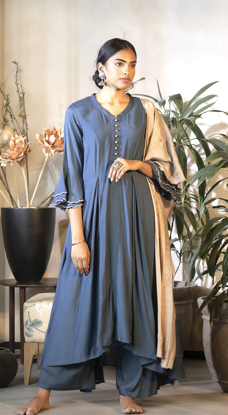 A line kurta with bell sleeves detailing